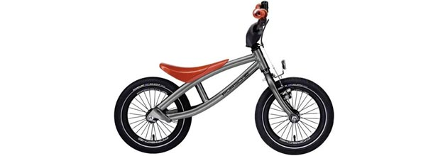 A bicicleta de Porsche desenhada para as crianças